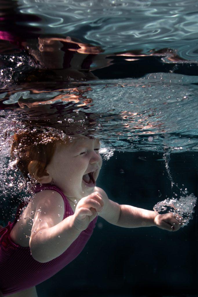 Photographe bébé nageur réunion aquatique underwater