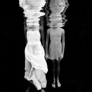 photographe famille mère fille aquatique underwater