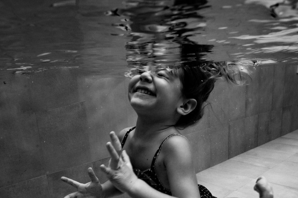 photographe bébé enfant nageur underwater