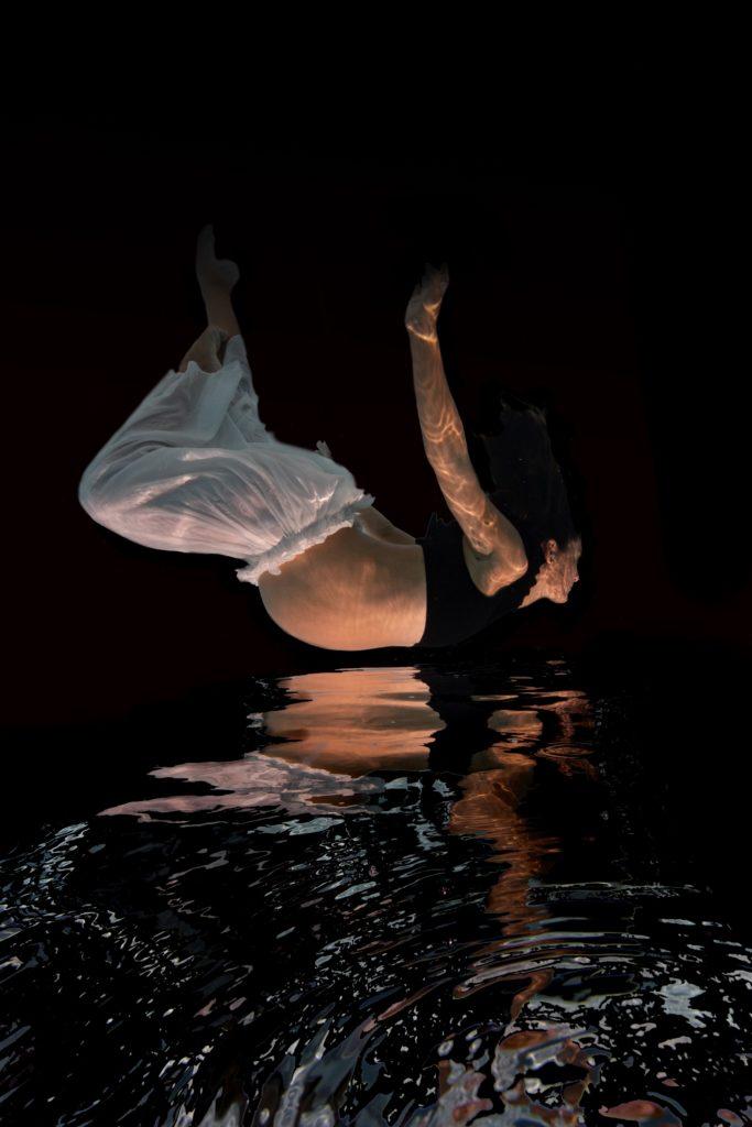 photographe grossesse sous l'eau