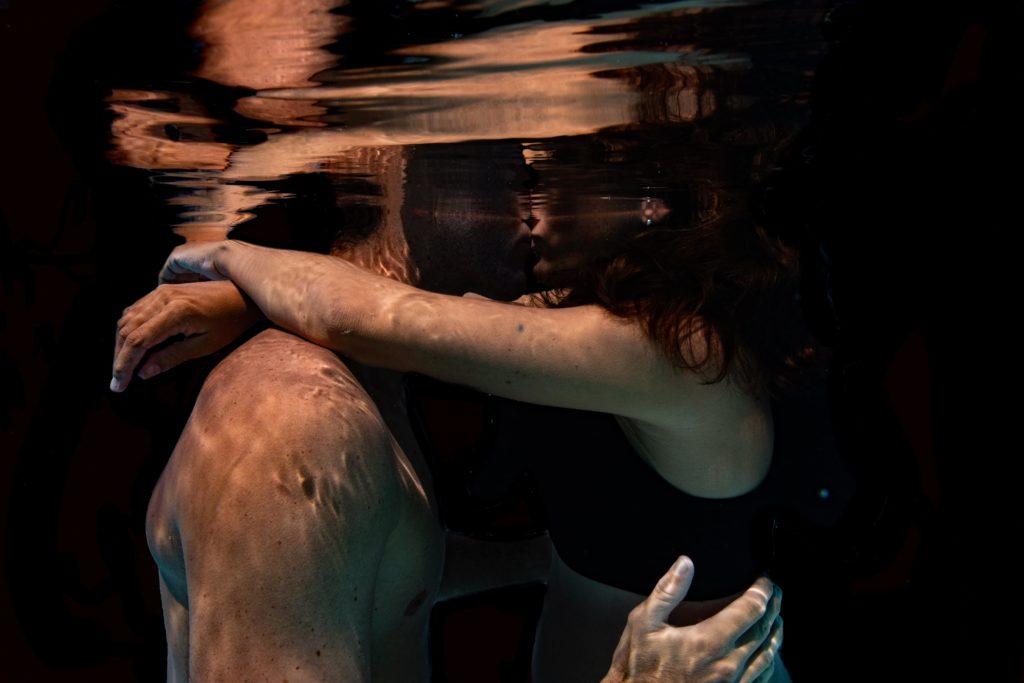 photographe couple sous l'eau
