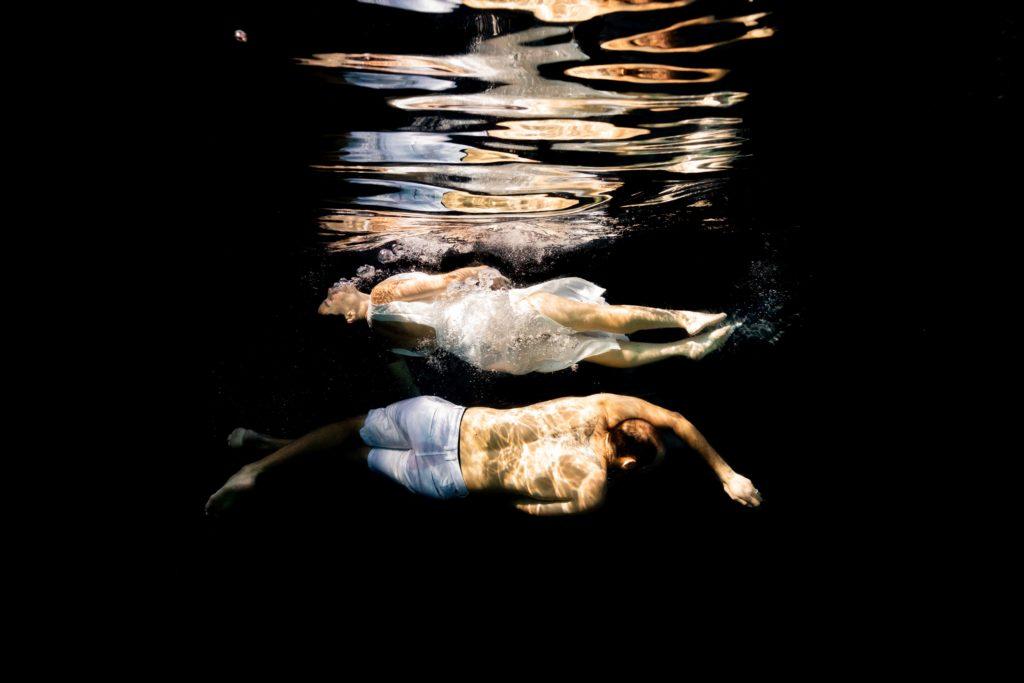 photo couple sous l'eau