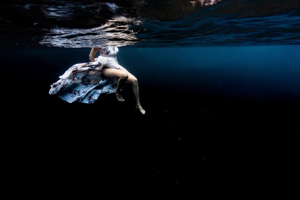 shooting underwater couple